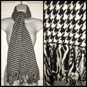 Vintage Houndstooth Winter Scarf